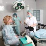 фото пациентки и гинекологов в операционной